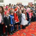 De sarbatori, Fundatia Scheherazade imparte bucurie la Bucsani (13)